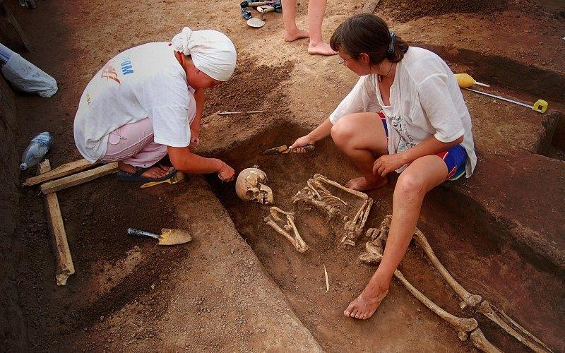 Ką archeologai atkas mūsų kapuose po 1000 metų?